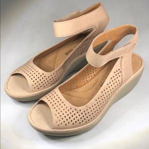 (p258) Clarks Collection Women's Wedges Sand 6.5M